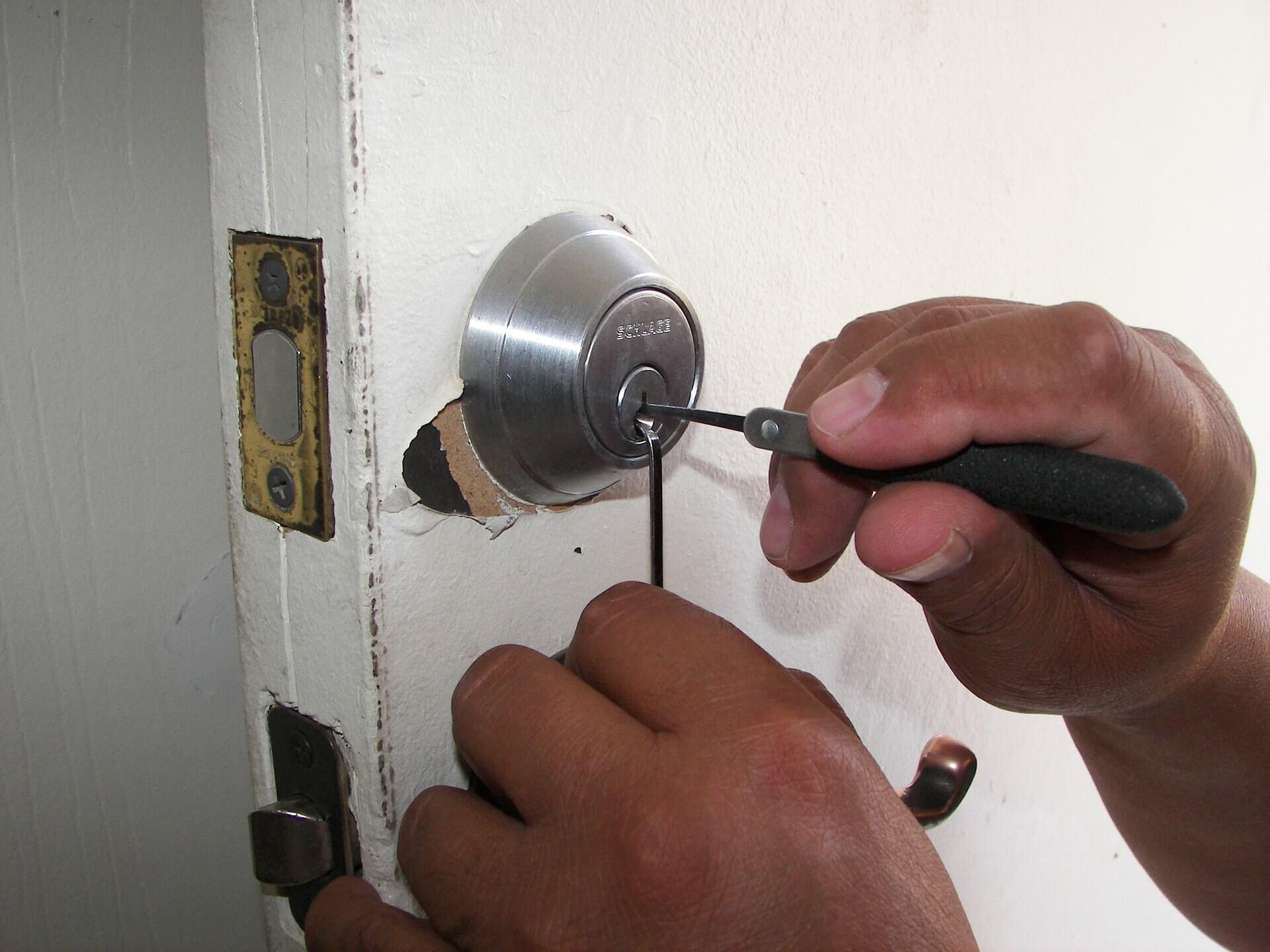arreglar puerta