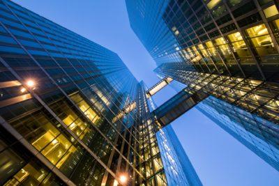 La construcción de oficinas en parque empresarial