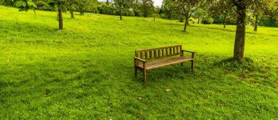 Decora tu jardín con los muebles perfectos