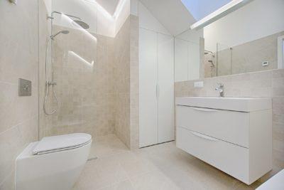 Baños mini ¿Cómo decorarlos?