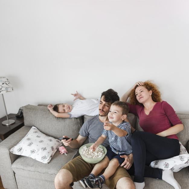 familia-viendo-tv