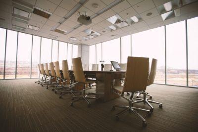 ¿Rentar una oficina o comprarla?