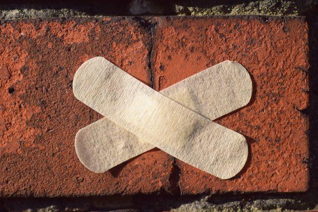 Cómo reparar grietas en paredes exteriores