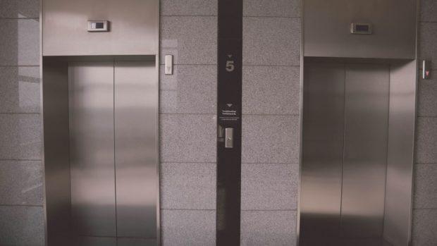 ¿Cuándo es obligatorio poner un ascensor?