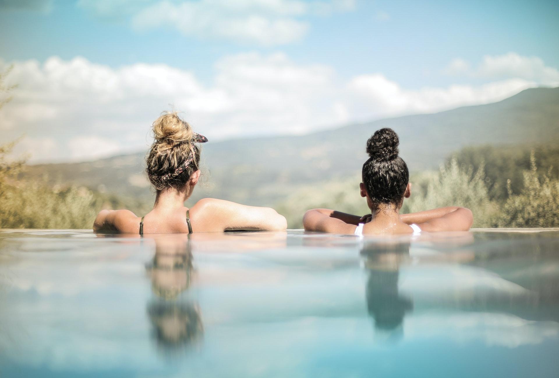 Aprovecha tu piscina todo el año con una cubierta de piscinas